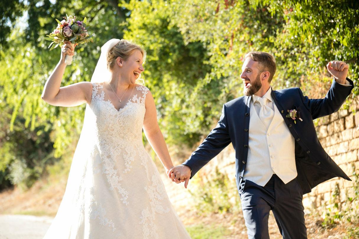 Brautpaar im Weinberg bei Deidesheim