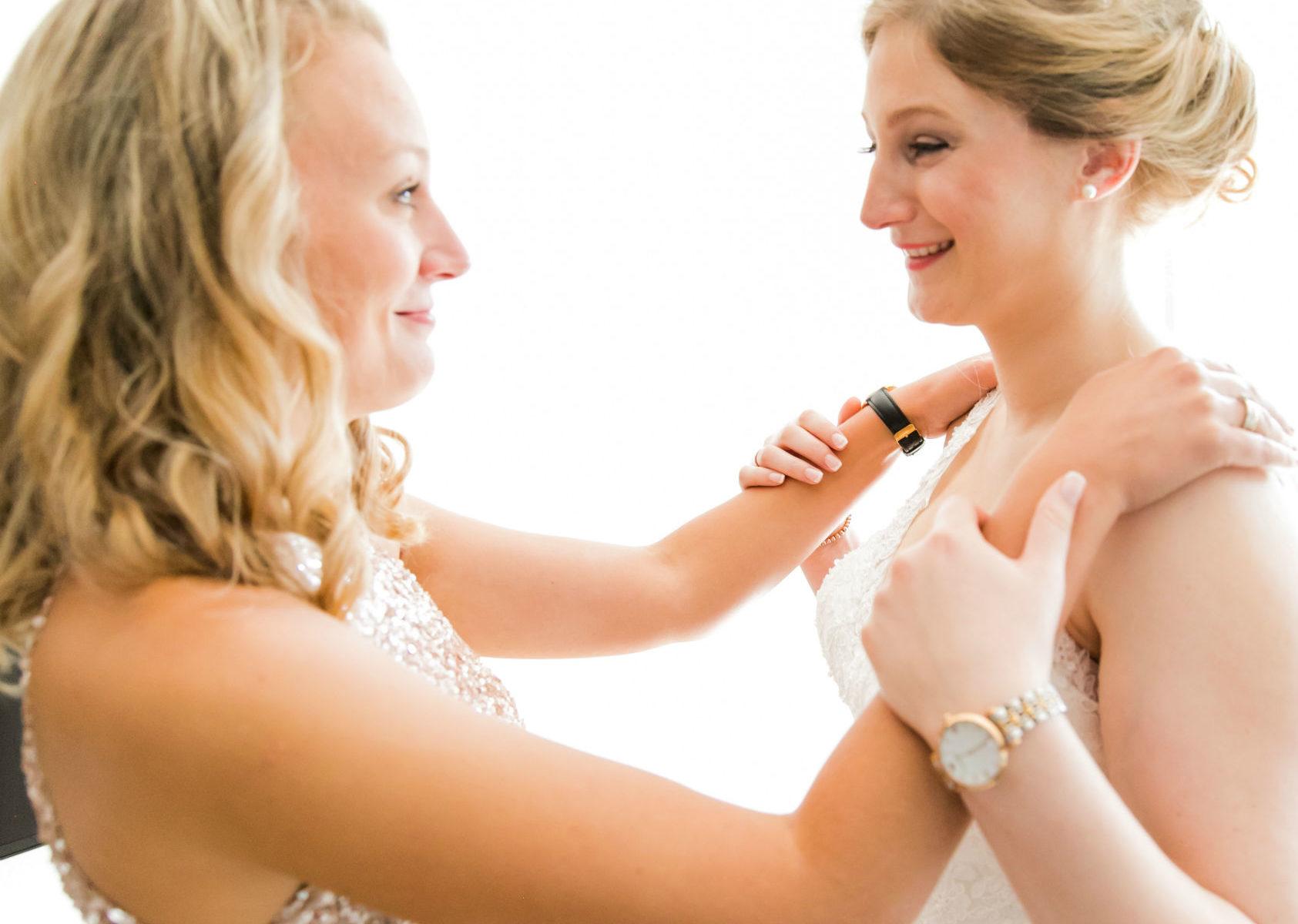 Heiraten in Meckenheim Ankleidung Braut