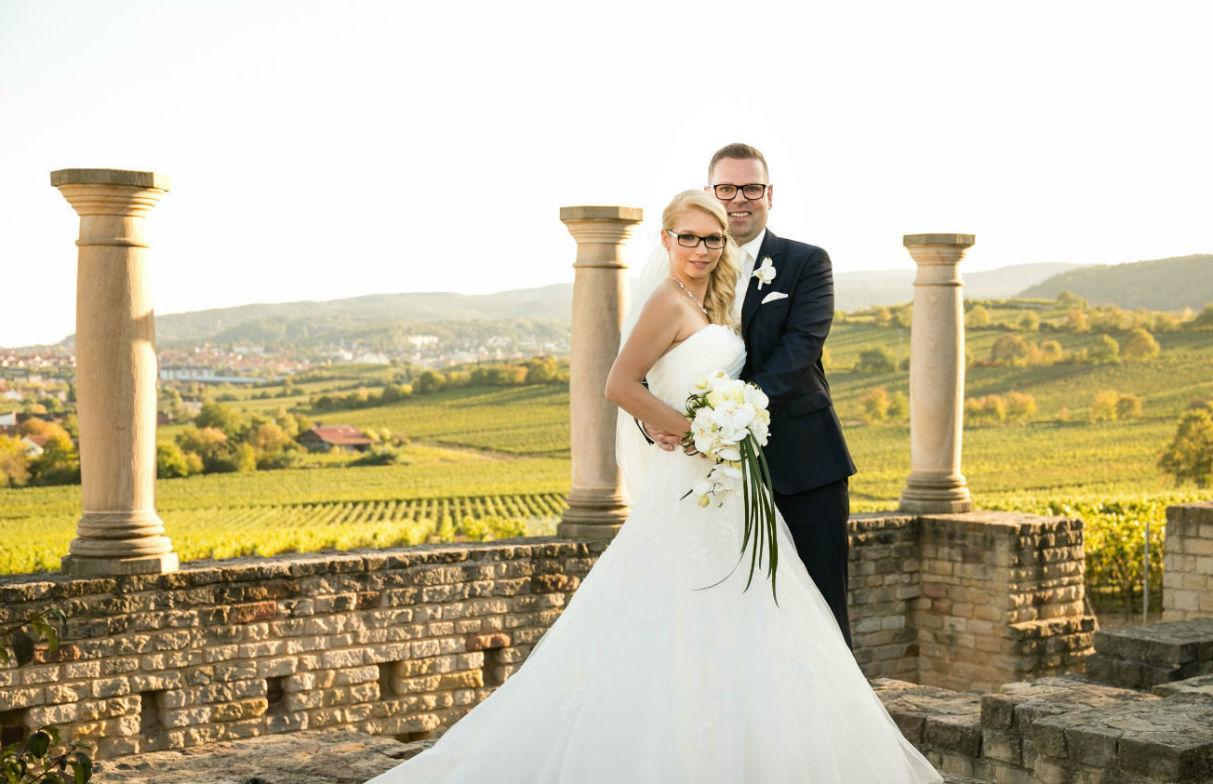 Heiraten in Ungstein Brautpaar Weinbergen Pfalz