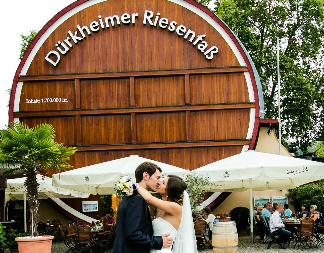 Hochzeitsfotograf Bad Dürkheim Brautpaar Riesenfass Pfalz