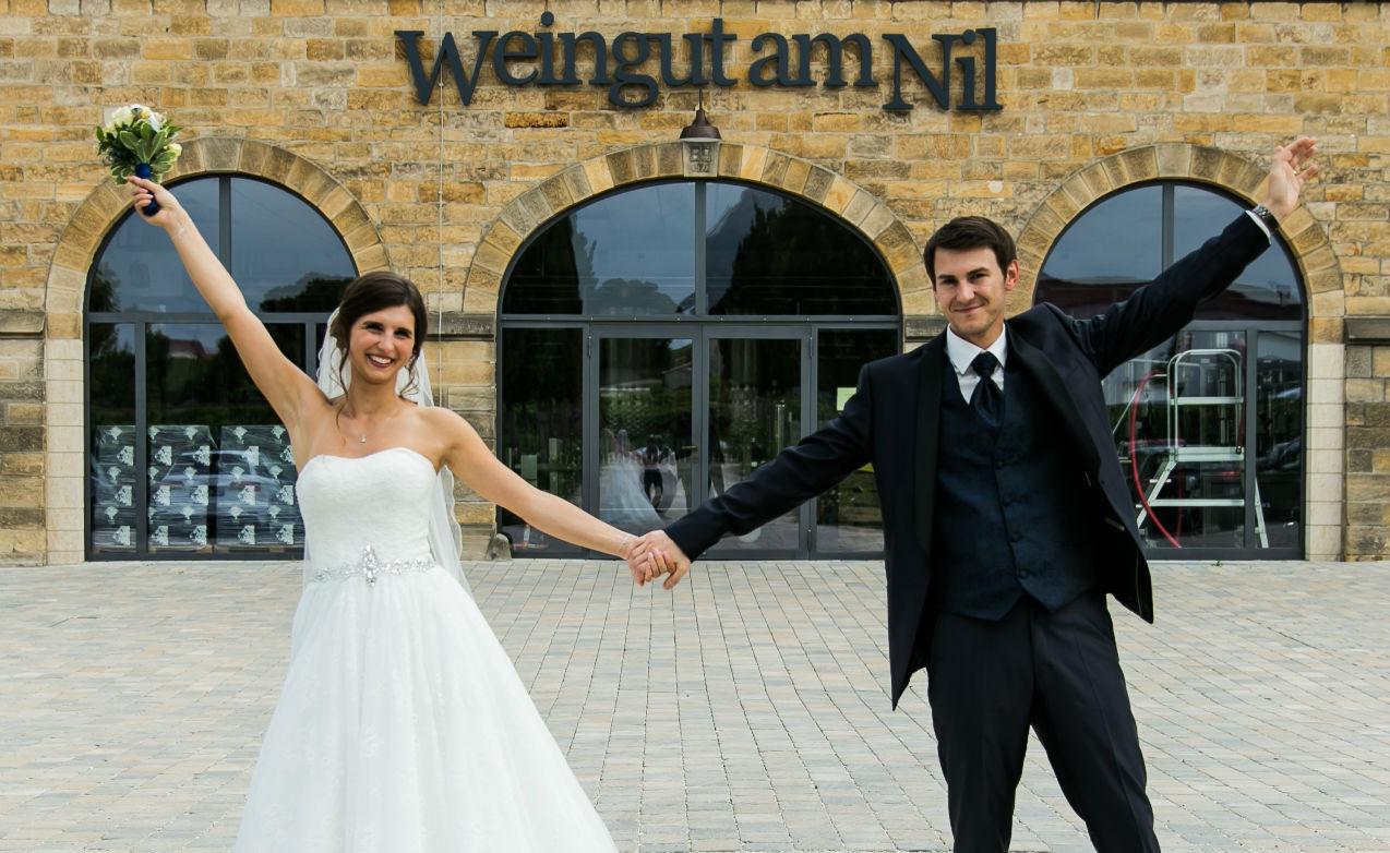 Heiraten in Kallstadt Brautpaar Weingut am Nil
